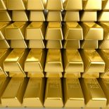 Золото растет на фоне падения доллара